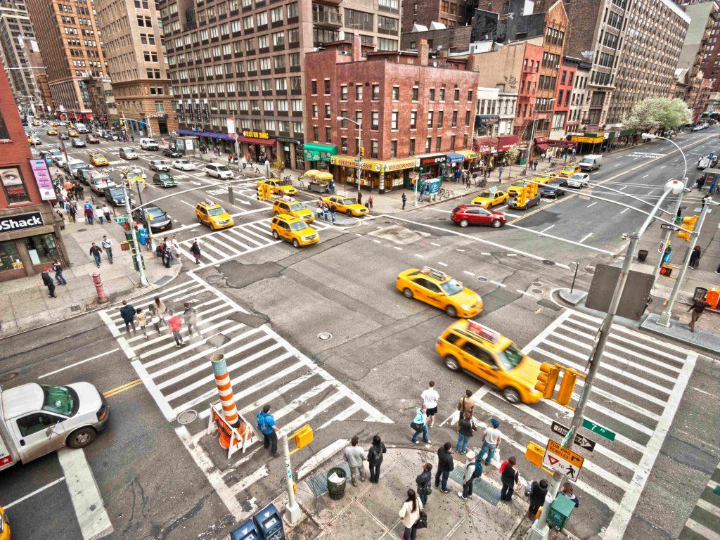Risultati immagini per città affollate