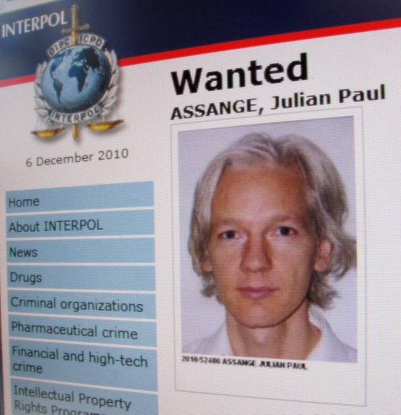 La campagna di Trump si ritrova a difendere Julian Assange e Wikileaks