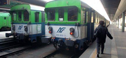 Treni delle ferrovie Nord. Imagoeconomica