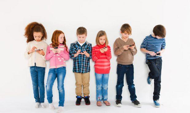 Il devastante impatto dello smartphone su un'intera generazione di bambini