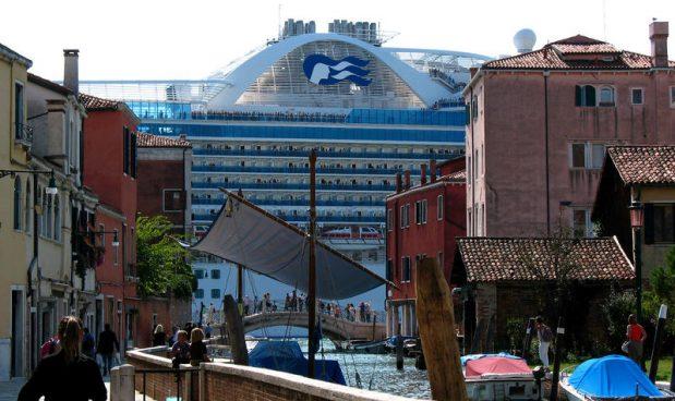 Dopo la tassa di sbarco a Venezia anche le altre città d\'arte ...