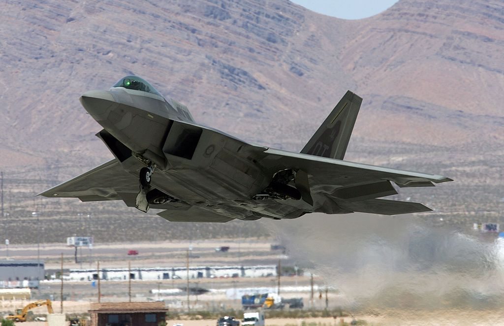 Aereo Da Combattimento Usa : L f in azione nei cieli com è il jet da combattimento