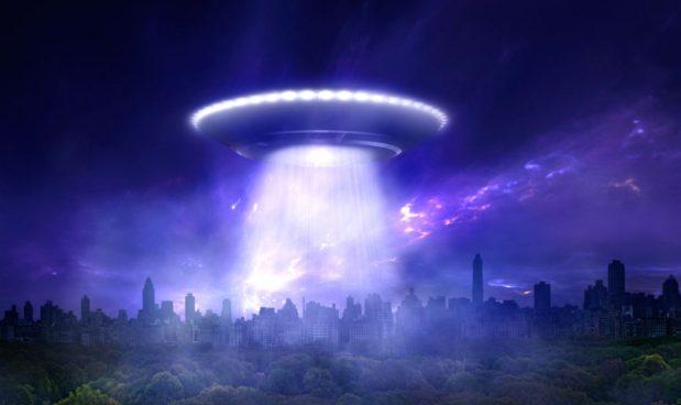 """Trump apre la caccia agli alieni: """"Non credo esistano, ma li stiamo cercando"""""""