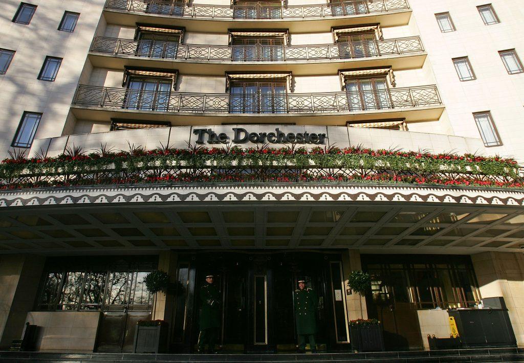 Caso Dorchester: le hostess del party di Londra a sfondo ...