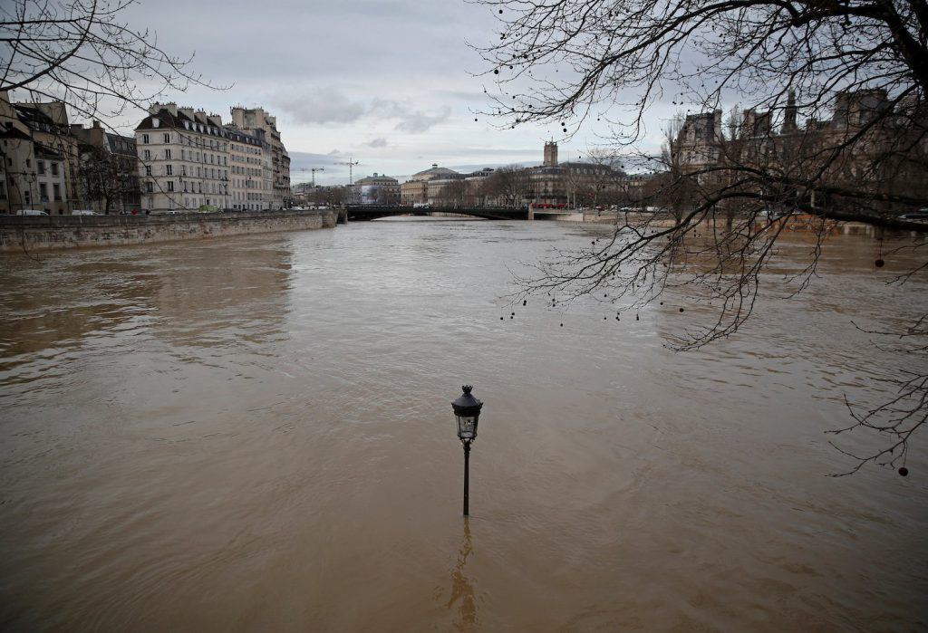 Parigi sott'acqua si prepara alla piena della Senna