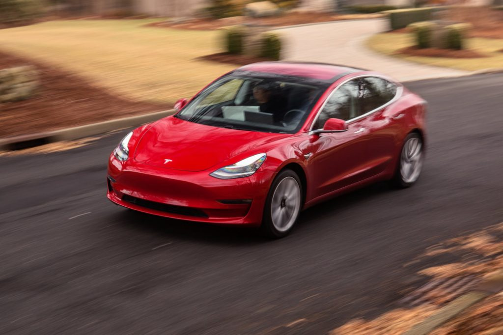 Lo storytelling su Tesla mostra crepe evidenti, e questo dovrebbe preoccupare gli investitori
