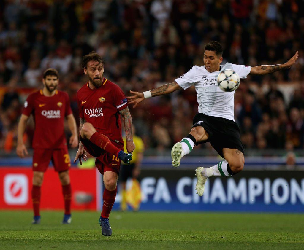 f6be98f959 As Roma-Liverpool, semifinale Champions League – Roberto Firmino del  Liverpool e Daniele De Rossi dell'As Roma, Roma, 2 maggio 2018 – Paolo  Bruno/Getty ...