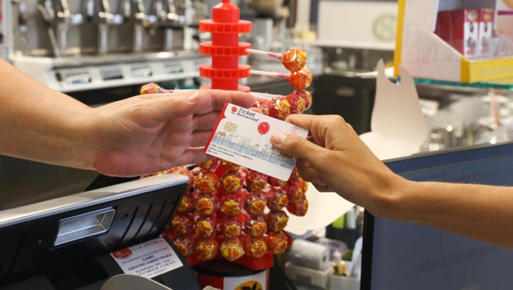 Buoni pasto, sempre più ticket vengono rifiutati dagli esercizi commerciali: ecco perché