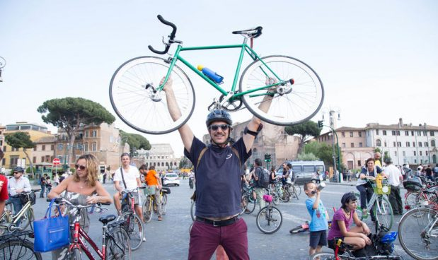 Le migliori luci per bici da corsa migliori luci notturne for Codice della strada biciclette da corsa