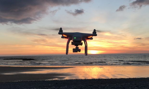 Tutto quello che non sai sulle regole che devi seguire se vuoi pilotare un drone, anche per gioco. E sui rischi che corri non sapendole