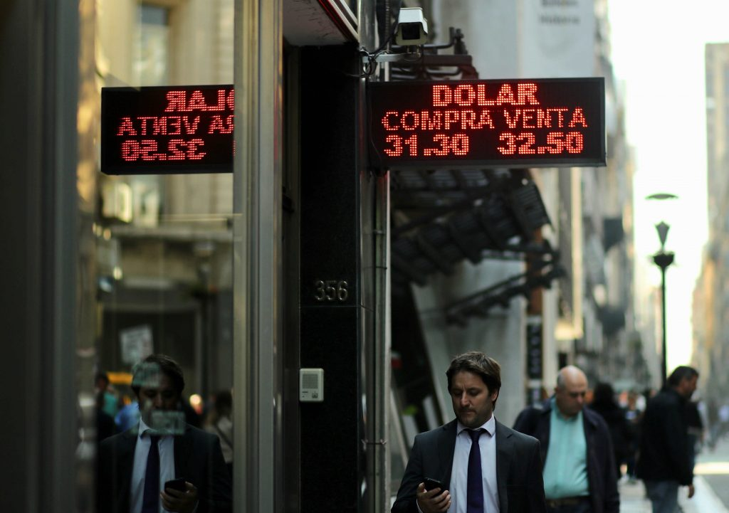Argentina alza i tassi al 60%, sono i più alti al mondo