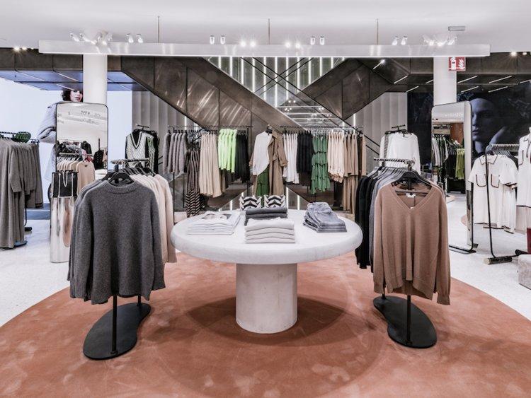 6516d4d08c49 L elegante design di mobili di Zara in uno dei suoi negozi di Milano.  Courtesy of Zara