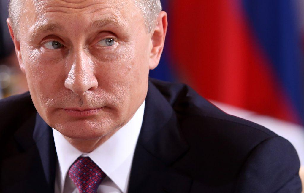 Covid, Putin accelera sul vaccino per proteggere l'oro della Russia e mandare un messaggio agli Usa