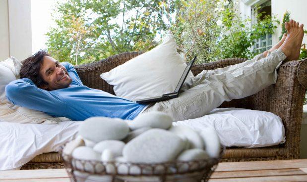 L'attrazione fatale per il divano è insita nella nostra storia evolutiva: siamo programmati per evitare gli sforzi non necessari