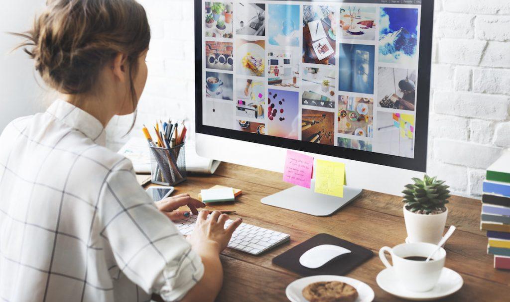 Scrivania Ufficio Organizzata : Sei cose che dovreste sempre tenere sulla scrivania u business