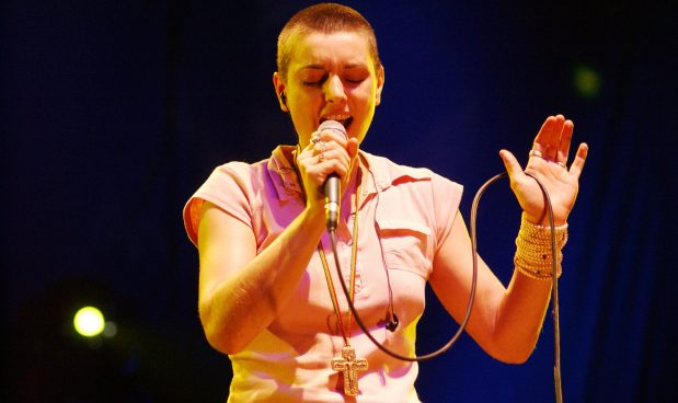 Sinead O'Connor annuncia la conversione all'Islam, cambia nome in Shuhada