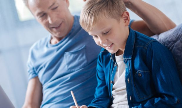 I 30 errori che ogni genitore prima o poi commette con i figli (o ha già commesso)