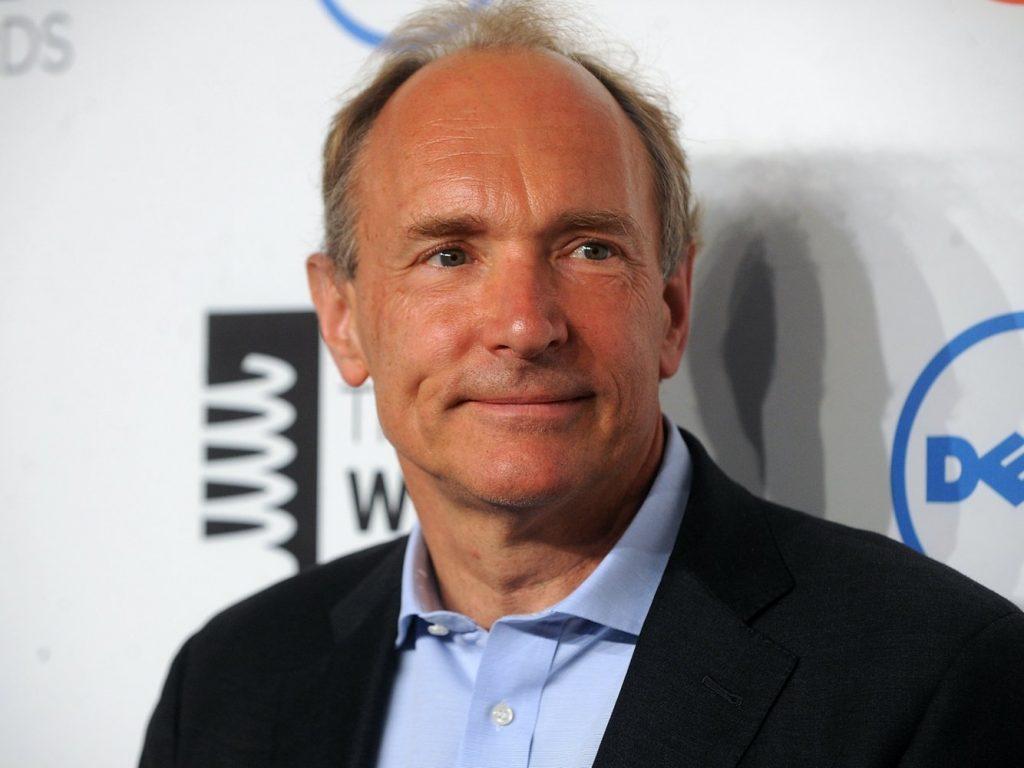 Tim Berners-Lee, il 'padre' del web, dice che Internet è diventato 'un motore di iniquità e divisione'. E ne ha inventato un altro