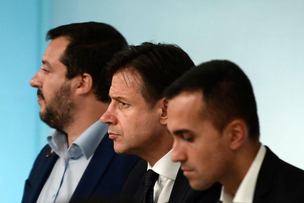 Spread sempre più alto, Salvini e Di Maio hanno sbagliato i conti e l'Italia scivola nel burrone