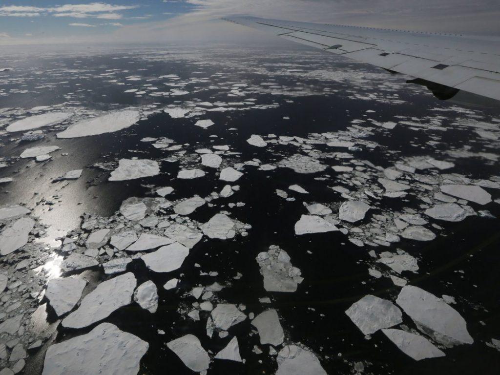 Riscaldamento globale: le calotte ghiacciate di Groenlandia e Antartide ci stanno avvertendo che va molto peggio delle attese