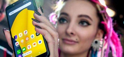 Un telefonino Yandex in Russia - YURI KADOBNOV/AFP/Getty Images