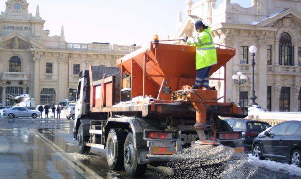 Il sale sulle strade è 'un'isteria collettiva' che provoca gravi danni all'ambiente (e alla salute)