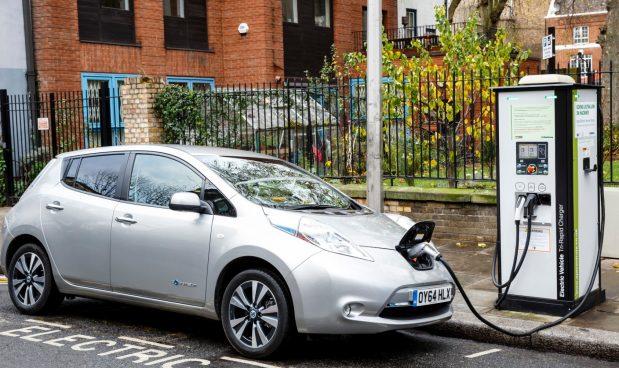 Le auto elettriche emettono radiazioni nocive? A Ispra c'è un laboratorio dove le misurano dal 2016: i risultati sono sorprendenti