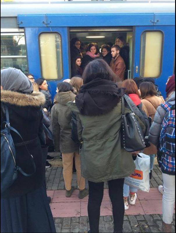 la ressa dei pendolari dopo una soppressione a novembre 2018. Foto dalla pagina Facebook del Comitato pendolari bergamaschi