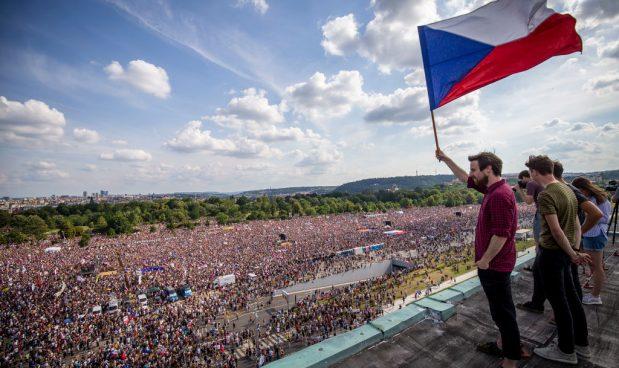 In Repubblica Ceca la più grande protesta di piazza dai tempi del comunismo