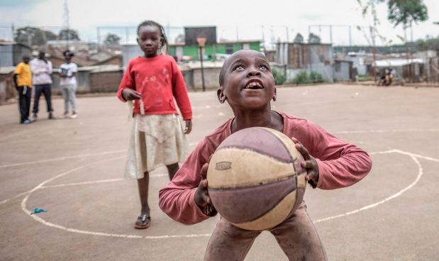 Dalla nazionale di basket alle baraccopoli africane, così Slums Dunk ha cambiato la vita a decine di bimbi che non avevano nulla