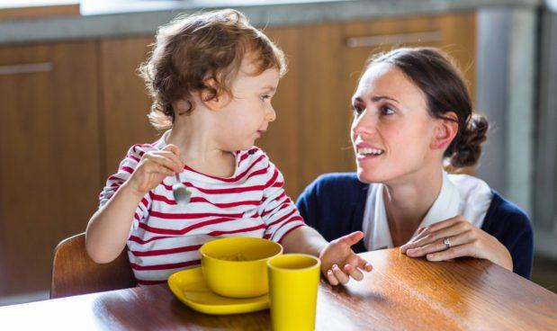 Poliglotta e con esperienza, la baby sitter costa di più senza aiuti statali. La mappa delle tariffe, regione per regione