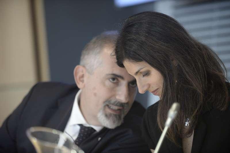 Virginia Raggi con Stefano Donnarumma, che da amministratore delegato di Acea è stato scelto per andare a guidareTerna.