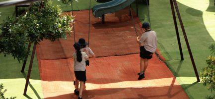 Scolari in un playground scolastico il 23 marzo 2020 a Sydney. Jenny Evans/Getty Images