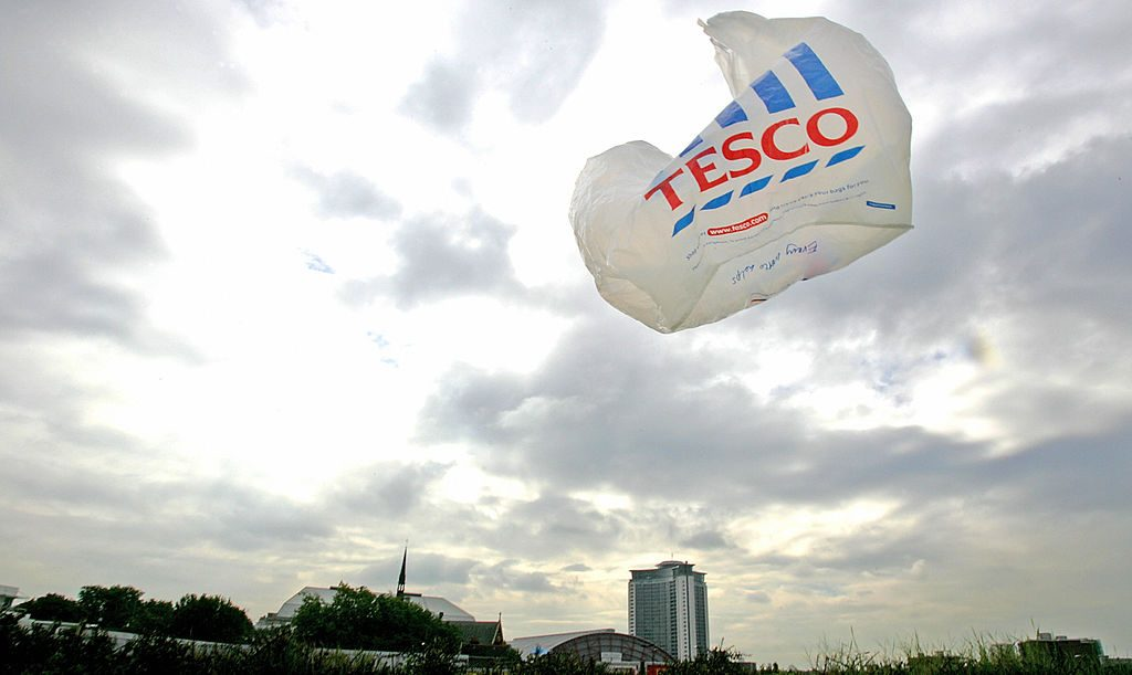 Con una mini-imposta da 5 centesimi, gli inglesi sono riusciti a ridurre l'uso dei sacchetti di plastica del 95%