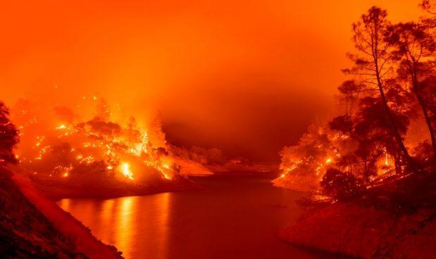 Il più grande incendio della California è talmente grande che la parola incendio non rende più l'idea: ora si chiama gigafire