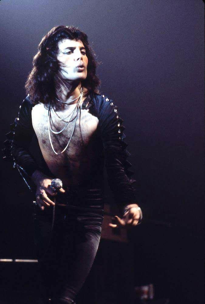 Le Foto Più Belle Di Freddie Mercury Durante I Live Radio