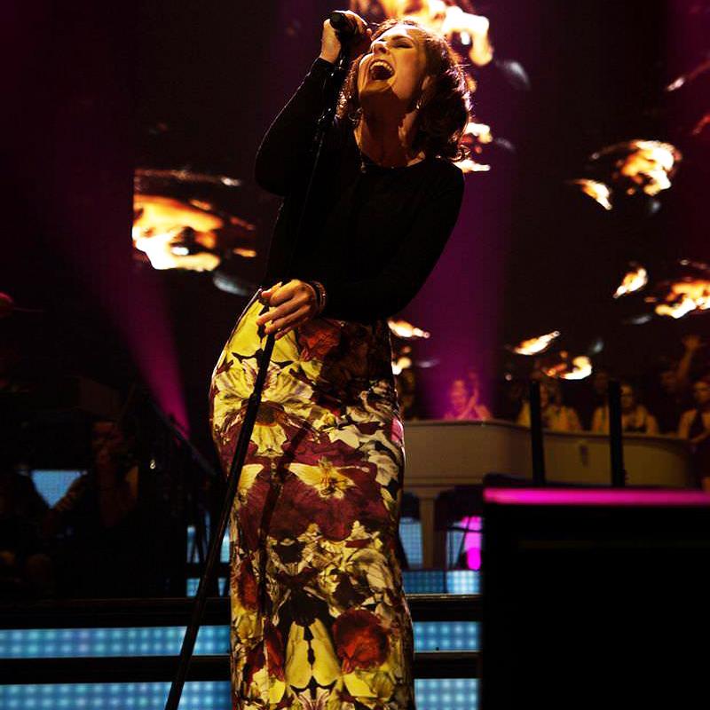 Alison Moyet singing
