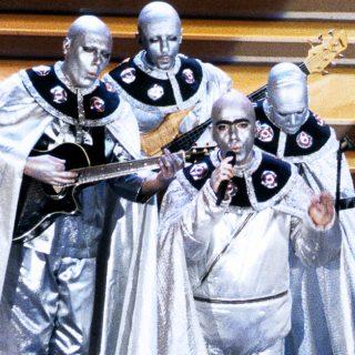1996, il gruppo di Elio e le Storie Tese al Festival Di Sanremo