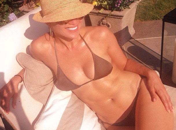 Jennifer Lopez: 45 anni, regina di bellezza in bikini su Instagram