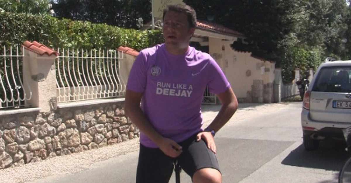"""Renzi si allena con la t-shirt di Deejay: """"E alle 18 faccio la doccia gelata"""""""