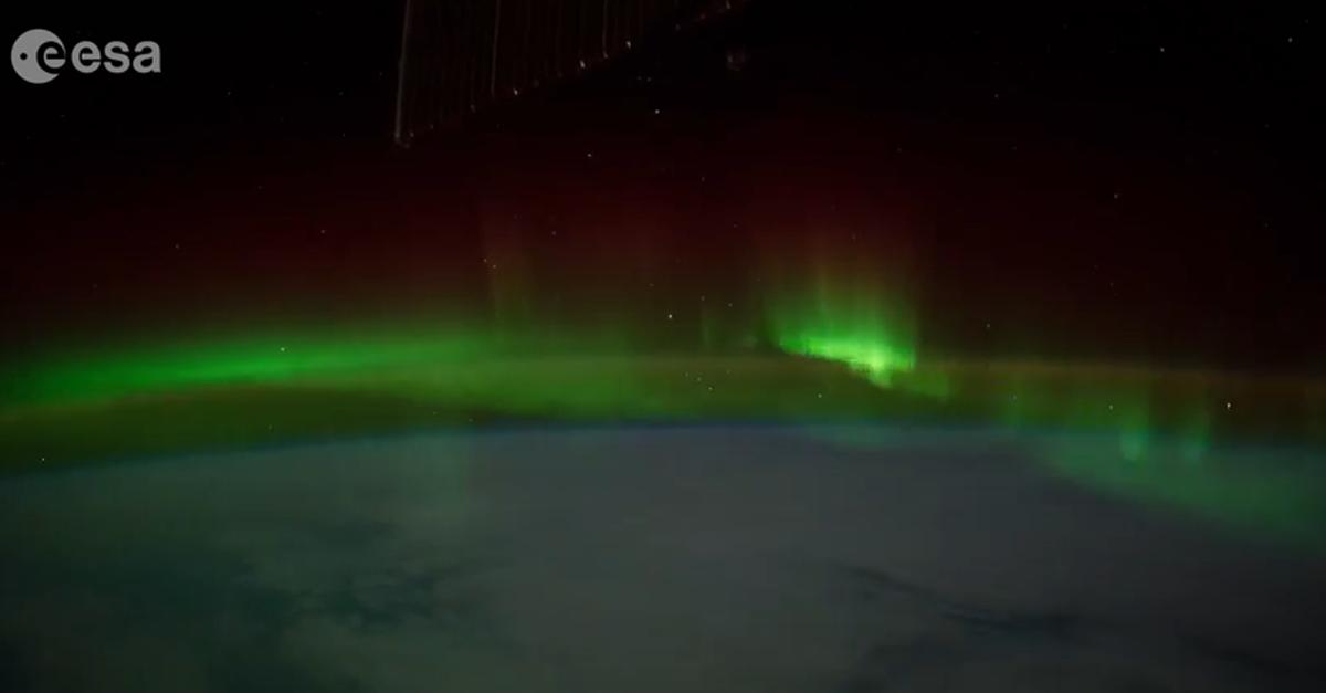 Spettacolo nel cosmo: l'aurora boreale ripresa dalla navicella spaziale