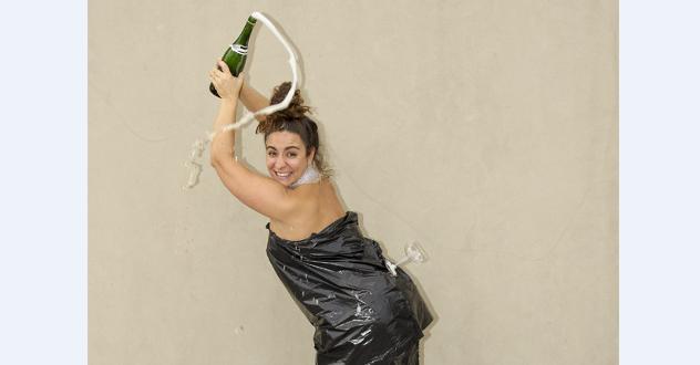 Riuscireste a versare lo champagne al volo come Kim Kardashian?