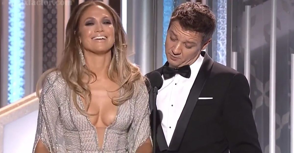 Jennifer che globi! La battuta di Jeremy Renner a J.Lo sul palco dei Golden Globe