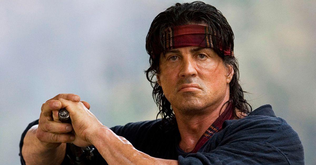 """Stallone torna alle origini: sarà di nuovo Rocky e Rambo, ma inciampa su Twitter e """"spoilera"""" il finale di Balboa"""