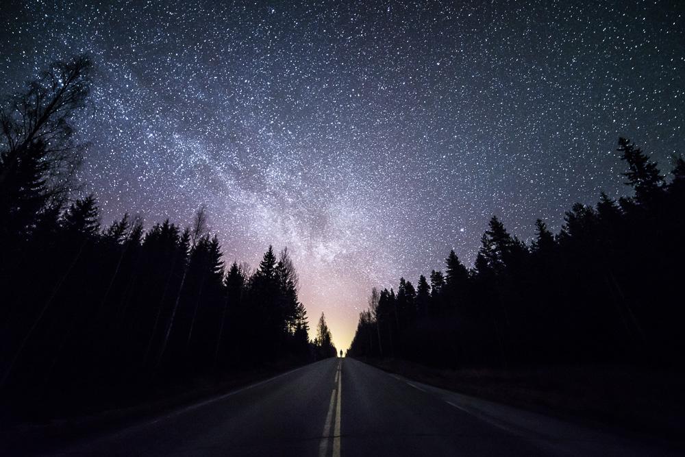 Finlandia da sogno: il fotografo cattura la luce segreta della notte