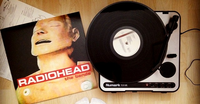 """Radiohead, """"The Bends"""" compie 20 anni: tutto quello che (forse) non sapevi sul capolavoro"""