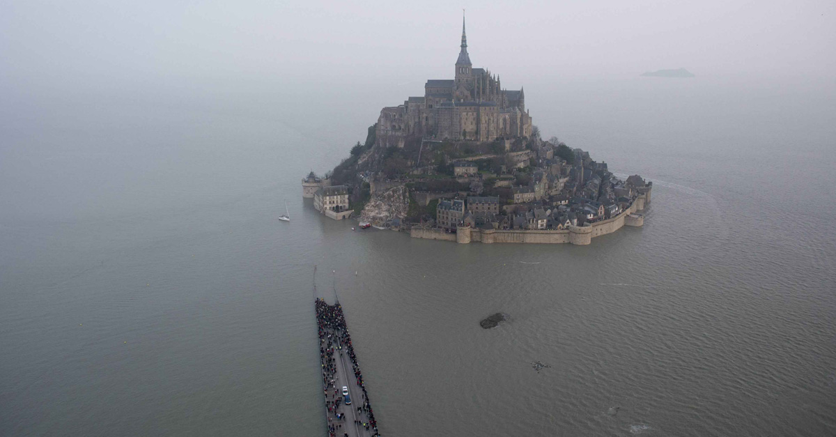 "Mont Saint Michel, la 'marea del secolo' in 46"": il timelapse"