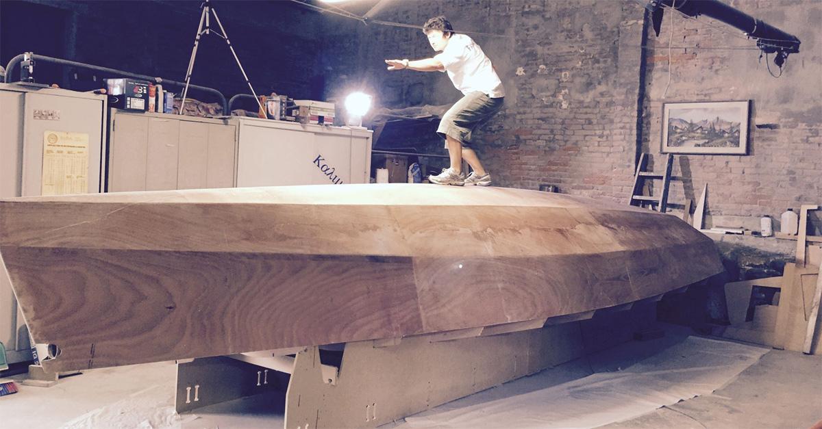 Costruirsi una barca a vela con le proprie mani e salpare: a Deejay chiama Italia l'impresa di Nicola