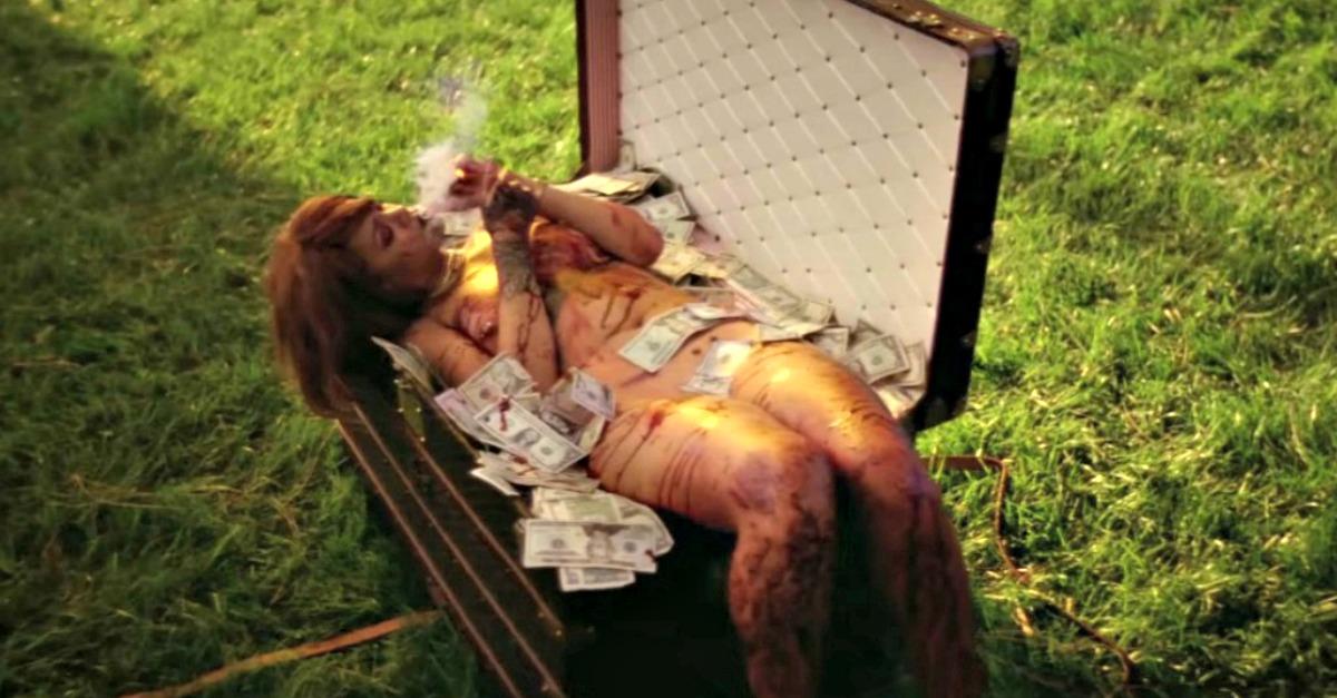 Estrema Rihanna, tra horror e porno nel nuovo video