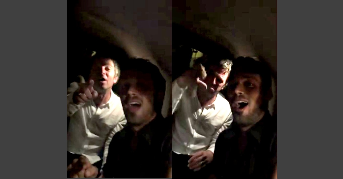 """Guardate un allegro Noel Gallagher dimenticarsi le parole di """"Wonderwall"""" in macchina con amici"""